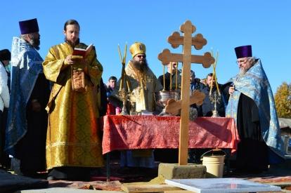 Преосвященный епископ Мичуринский и Моршанский Гермоген совершил чин освящения закладного камня